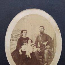 Fotografía antigua: RETRATO FAMILIAR CON MILITAR ALBUMINA SIGLO XIX 10 X 12 CMTS. Lote 171773603