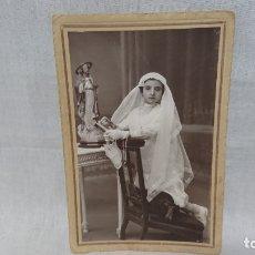 Fotografía antigua: ANTIGUA FOTOGRAFÍA RETRATÓ PRIMERA COMUNIÓN FOTÓGRAFO J. MONTES - TORRELAVEGA . Lote 172240157