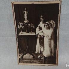 Fotografía antigua: ANTIGUA FOTOGRAFÍA RETRATÓ PRIMERA COMUNIÓN FOTÓGRAFO. Lote 172240754