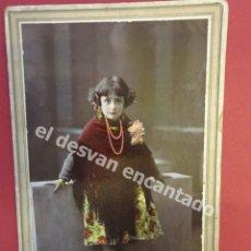 Fotografía antigua: ANTIGUA FOTO NIÑA POSANDO EN ESTUDIO CARRERA FOTÓGRAFO. BARCELONA-SABADELL. Lote 172334647