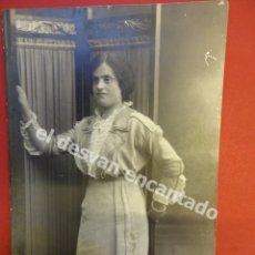 Fotografía antigua: ANTIGUA FOTO DAMA POSANDO EN ESTUDIO BANUS FOTÓGRAFO. BARCELONA. Lote 172335192