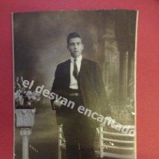 Fotografía antigua: ANTIGUA FOTO CABALLERO POSANDO EN ESTUDIO CHINCHILLA FOTÓGRAFO. TARRAGONA. Lote 172335382