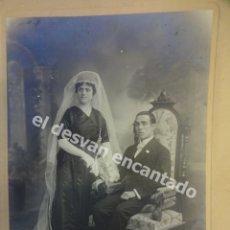 Fotografía antigua: ANTIGUA FOTO NUPCIAL ESTUDIO BARO FOTÓGRAFO. BARCELONA. 28X20CTMS. Lote 172335834