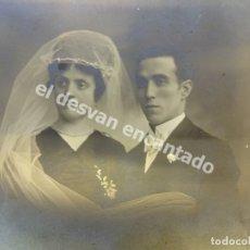 Fotografía antigua: ANTIGUA FOTO NUPCIAL ESTUDIO BARO FOTÓGRAFO. BARCELONA. 28X20CTMS. Lote 172335977