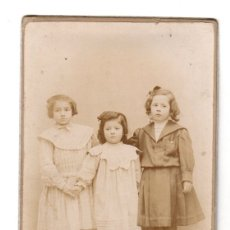 Fotografía antigua: FOTOGRAFIA ALBUMINA CON ESCENA INFANTIL. FOTOGRAFO A. ORTÍ. CABAÑAL, VALENCIA. Lote 175031833