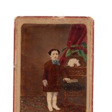 Fotografía antigua: FOTO CABINET.- ESTUDIO FOTOGRÁFICO. DEBAS. MADRID. FOTO NIÑO COLOREADA.. Lote 176302357