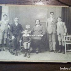 Fotografía antigua: FOTOGRAFIA ANTIGUA. TRINO GARRIGA. FAMILIA, TENERIFE.CANARIAS. CARTON.17 CM X 12 CM. Lote 176590980