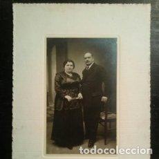 Fotografía antigua: FOTOGRAFÍA ALBÚMINA RETRATO DE PAREJA DEDICATORIA AÑO 1920. Lote 177690615