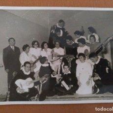 Fotografía antigua: FOTO ENFERMERAS CON LA TUNA PROBABLEMENTE HOSPITAL CLINICO BARCELONA AÑOS 60. Lote 178565241