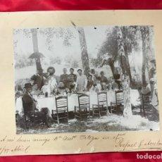 Fotografía antigua: RARISIMA FOTOGRAFIA DE CORTIJO GUIRAL DE LA CARLOTA (CÓRDOBA ), CON PERSONAJES DE EPOCA, 1897. Lote 178619938