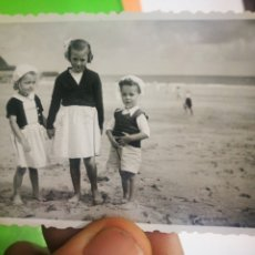 Fotografía antigua: FOTOGRAFIA ANTIGUA ORIGINAL DE NIÑOS EN LA PLAYA - DEVA?. Lote 178978577