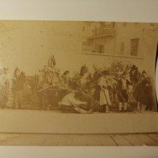 Fotografía antigua: ALBUMINA DE 11X8 CM RUA DE CARNAVAL VALENCIÀ . VALENCIA FINALES S.XIX .. Lote 178990012