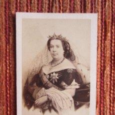 Fotografía antigua: 1860C-REINA DE ESPAÑA ISABEL II. FOTOGRAFÍA ORIGINAL .CDV POR NEURDEIN. PARIS. Lote 179392225