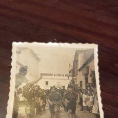 Fotografía antigua: FOTOGRAFÍA DESFILE MILITAR NIÑOS. Lote 179557900