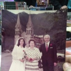 Fotografía antigua: FOTOGRAFIA ORIGINAL AÑOS SETENTA DE NOVIA IGLESIA AL FONDO. Lote 180014758