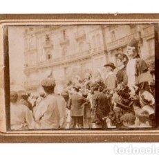 Fotografía antigua: FOTOGRAFIA ALBUMINA PROCESION DE GIGANTES PLAZA CIRCULAR BILBAO. CIRCA 1900. Lote 181010966