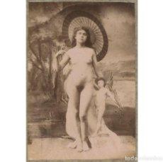 Fotografía antigua: GAUDENZIO MARCONI (1841-1885) DESNUDO FEMENINO CON SOMBRILLA, 1870 CA. 17,5X25,5 CM.. Lote 183358710