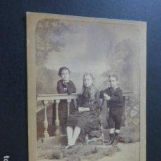 Fotografia antiga: RETRATO HERMANOS VALENCIA A. GARCIA FOTOGRAFO HACIA 1870. Lote 183688913