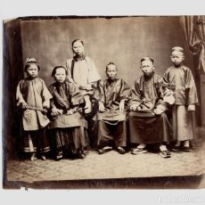 Fotografía antigua: RETRATO DE FAMILIA POR IDENTIFICAR, CHINA. 1880 APROX. 22,5X26 CM.. Lote 183817227