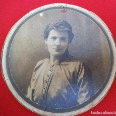 Fotografía antigua: FOTO CIRCULAR DE UNA MUJER DE 1916. Lote 183830073