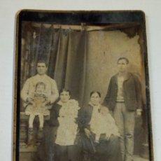 Fotografía antigua: FOTOGRAFÍA DE FAMILIA SIGLO XIX. Lote 184171085