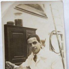 Fotografía antigua: MEDICO DISECCIONANDO 17 MARZO 1925. Lote 186066770