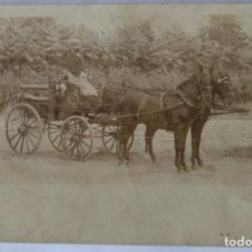 Fotografía antigua: CARRUAJES DE CABALLOS ANTIGUA POSTAL DORSO SIN DIVIDIR. Lote 186068001