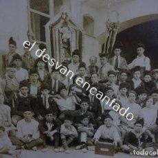 Fotografía antigua: MAGNÍFICA FOTO ALBÚMINA GRUPO CORAL POSANDO CON ESTANDARTES. PUIG FOTÓGRAFO. ESPARRAGUERA. 17 X 12,5. Lote 188471926