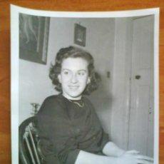Fotografía antigua: FOTOGRAFÍA DE LA BAILARINA RUMANA DOINA TRANDABUR QUE DESERTÓ A GRAN BRETAÑA POR AMOR. Lote 190486330