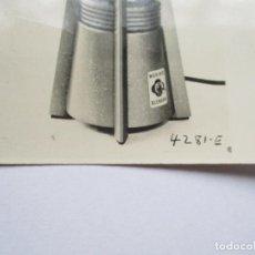 Fotografía antigua: ANTIGUA FOTO DE: DISINTEGRADOR, ELECTRIC (WARING BLENDOR)SEMI-MICRO SIZE, WITH MONE 1 METAL JAR. Lote 191577412