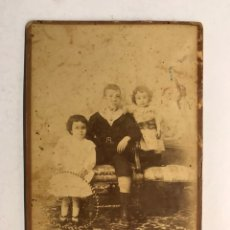 Fotografía antigua: CABAÑAL (VALENCIA) ANTIGUA FOTOGRAFÍA. ANTONIO, ANITA Y PEPE...RETRATO: J. RODRÍGUEZ (FIN S. XIX). Lote 191585796