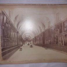 Fotografía antigua: GRAN ALBUMINA LAURENT 1027 MADRID MUSEO DEL PRADO GALERIA CENTRAL 33X 24CM S.XIX. Lote 191612687