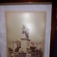 Fotografía antigua: GRAN ALBUMINA LAURENT 328 MADRID PLAZA DE ORIENTE ESTATUA FELIPE IV 33X 24CM S.XIX. Lote 191612965