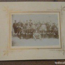 Fotografía antigua: CURIOSA FOTOGRAFÍA GRUPO DE PERSONALIDADES. GUARDIA CIVIL, PÁRROCO, GUARDA ETC ALGUEÑA ALICANTE.. Lote 192413922