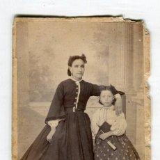 Fotografía antigua: ANTIGUA FOTOGRAFIA DE SEÑORA CON NIÑA (11 X 6,5 CMS APROX.) . Lote 194171996