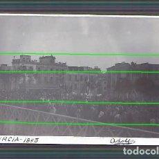 Fotografía antigua: LA VIRGEN DE LA FUENSANTA CRUZANDO EL PUENTE VIEJO. MURCIA. AÑO 1893. FOTÓGRAFO ADOLFO. MURCIA.. Lote 194222738
