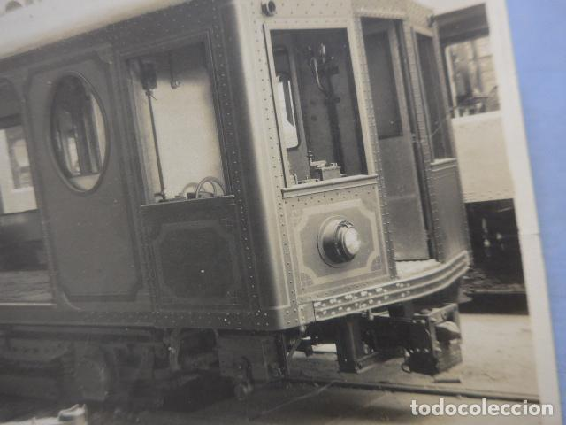 Fotografía antigua: * Antigua fotografia de 1926 fabricando vagon de tranvia o tren, barcelona, original. ZX - Foto 2 - 194237752