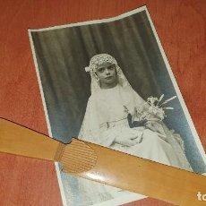 Fotografía antigua: PRECIOSA ALBUMINA DE NIÑA DE COMUNION, 16 X 11 CM.. Lote 194276840
