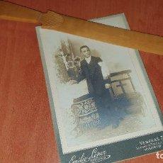 Fotografía antigua: PRECIOSA ALBUMINA DE NIÑO DE COMUNION, MONTADA SOBRE CARTON,16,5 X 11 CM.. Lote 194278310