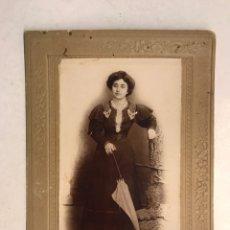 Fotografía antigua: ALMANSA (ALBACETE) FOTOGRAFÍA DAMA CON SOMBRILLA. FOTÓGRAFO. ANASTASIO IBÁÑEZ (H.1900?). Lote 194349938