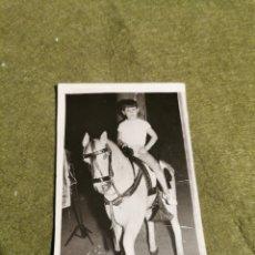 Fotografía antigua: FOTOGRAFÍA ANTIGUA NIÑO A CABALLO. Lote 194510168