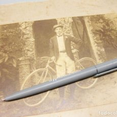 Fotografía antigua: FOTOGRAFÍA DE UN CICLISTA. PRINCIPIOS DEL SIGLO XX.. Lote 194619128
