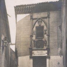 Fotografía antigua: GRAN FOTOGRAFÍA. TOLEDO. 1779. ANTIGUO PALACIO DE LA SANTA HERMANDAD, HOY POSADA. J. LAURENT Y CIA.. Lote 194634745