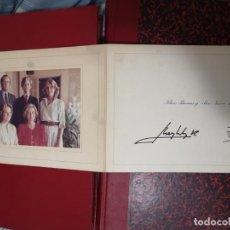Fotografía antigua: ANTIGUA FIRMA DEL REY Y REINA JUAN CARLOS Y SOFIA AÑO 1985 FOTO ORIGINAL Y FIRMA. . Lote 194647650