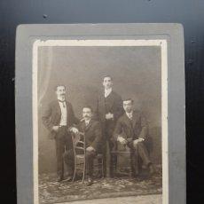 Fotografía antigua: ANTIGUA FOTOGRAFÍA DE ESTUDIO, CUATRO VARONES POSANDO.. Lote 194679115