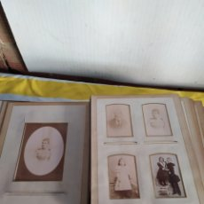 Fotografía antigua: IMPRESIONANTE ÁLBUM DE FOTOS CARTÓNADAS AÑO 1870 COMPLETO. Lote 194679315