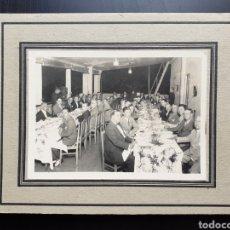 Fotografía antigua: ANTIGUA FOTOGRAFIA CENA DE VARONES.. Lote 194679701