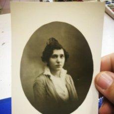 Fotografía antigua: FOTOGRAFÍA DE MUJER CON PEINETA. Lote 194700366