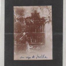 Fotografía antigua: FOTOGRAFÍA UNA VERJA DE SEVILLA. ANTONIO RUIZ ESCOBA FOTÓGRAFO. 12 X 9 CM. Lote 194711280