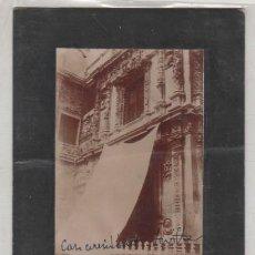 Fotografía antigua: FOTOGRAFÍA CASA CONSISTORIAL SEVILLA. ANTONIO RUIZ ESCOBA FOTÓGRAFO. 12 X 9 CM. Lote 194711593